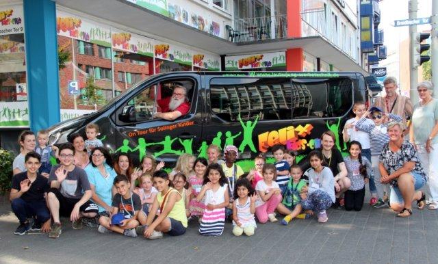 In diesem Jahr bietet der Felix Kids-Club sieben Wochenend-Camps für jeweils acht Kinder an. Mit den brandneuen Autos geht es in die Eifel, ins Sauerland und sogar nach Holland. (Foto: © Bastian Glumm)