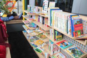 Im neuen Felix Kids-Club darf übrigens nicht nur getobt und gespielt werden. Die neue Bücherecke ist inzwischen auch schon fertig und mit ausreichend Lesestoff bestückt. (Foto: © B. Glumm)