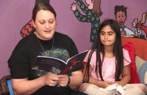 Die Geschichte rund um den kleinen Drachen Rüdiger, ein Außenseiter, hat die 36-jährige autorin in ihrem zweiten Kinderbuch umgesetzt. (Foto: © Bastian Glumm)