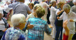 Der Verein Lebensherbst lädt am Sonntag gemeinsam mit dem Seniorenbüro der Stadt Solingen zur Ü70-Party in die Ohligser Festhalle ein. Dann darf auch wieder das Tanzbein geschwungen werden. (Foto: © Tom Richter)