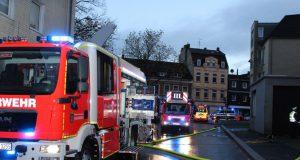 In einem Hinterhaus brannte am Sonntagnachmittag Mobiliar. Die Feuerwehr hatte die Lage schnell im Griff. (Foto: © Das SolingenMagazin)