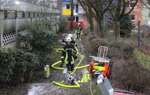 Die Feuerwehr hatte den Brand nach kurzer Zeit gelöscht. Menschen wurden nicht verletzt. (Foto: © Tim Oelbermann)