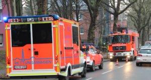 Im Rahmen der Großübung am 6. Oktober werden rund um das Klinikum vermehrt Einsatzfahrzeuge mit Sondrrechten unterwegs sein, wie hier auf der Frankenstraße. Anwohner sollten sich darauf einstellen. (Archivfoto: © Bastian Glumm)