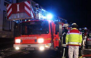 In der Silvesternacht rückte die Feuerwehr Solingen zu sechs Brandeinsätzen aus. Der Rettungsdienst wurde 24 Mal gerufen. (Archivfoto: B. Glumm)