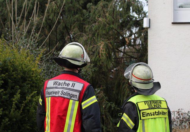 Mit rund 150 Kräften ist die Solinger Feuerwehr derzeit im gesamten Stadtgebiet im Einsatz. Zahlreiche Bäume sind umgeknickt, wofür Sturmtief