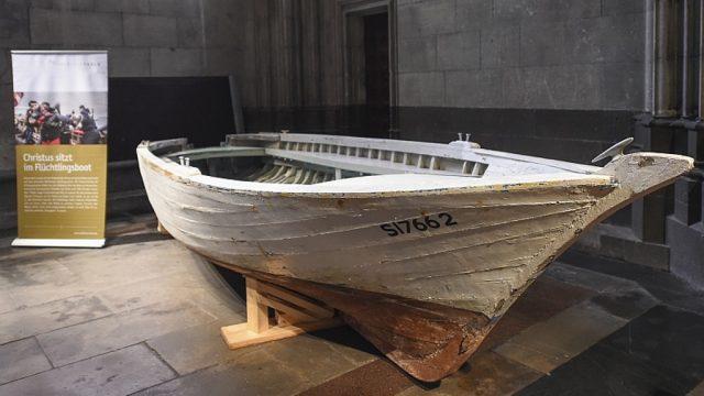 Vom 1. bis zum 12. März ist das bekannte Flüchtlingsboot des Erzbistums Köln in St. Joseph in Ohligs an der Hackhauser Straße zu sehen. Die Ausstellung wird von zahlreichen Gottesdiensten und Vorträgen begleitet. (Foto: © R. Ganz)