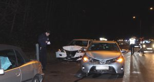 Zu einem schweren Verkehrsunfall kam es am Donnerstagabend auf dem Frankfurter Damm in Fahrtrichtung Wald. Dabei wurden mindestens zwei Personen verletzt. (Foto: © Tim Oelbermann)