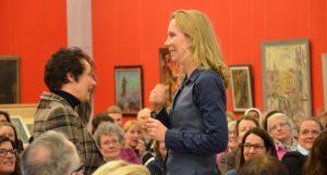 """Nicola Fritze, Unternehmerin und Autorin, gilt als """"Motivationsfrau"""" unter den Motivations-Experten. An diesem Abend zeigte sie mühelos, wie man 200 Gäste motivieren kann. (Foto: © Martina Hörle)"""