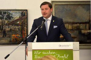 Oberbürgermeister Tim Kurzbach begrüßte die Gäste und seine Amtskollegen zur diesjährigen Preisverleihung. Er betonte die besonderen Verdienste der diesjährigen Preisträgerinnen. (Foto: © Martina Hörle)