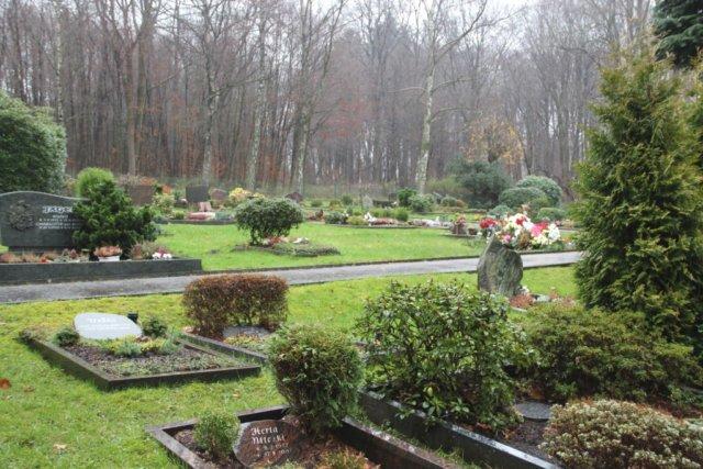 Am kommenden Donnerstag, 28. Juni, überprüft die städtische Friedhofsverwaltung stehende Grabsteine auf ihre Standsicherheit. (Archivfoto: © Bastian Glumm)
