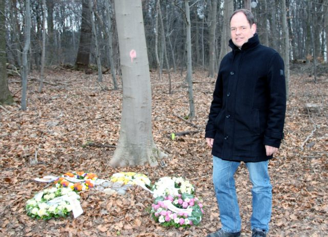 Andreas Brühne ist Sachgebietsleiter der städtischen Friedhofsverwaltung. Im neuen Begräbniswald auf dem Burg-Friedhof konnte er bereits eine Bestattung umsetzen. (Foto: © B. Glumm)