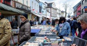 """Am kommenden Sonntag erwacht in Ohligs der Frühling. Mit dabei sind zahlreiche Künstlerinnen und Künstler, ab 11 Uhr wird zudem der beliebte Büchermarkt beim """"Frühlingserwachen"""" seine Pforten öffnen. (Archivfoto: © Martina Hörle)"""