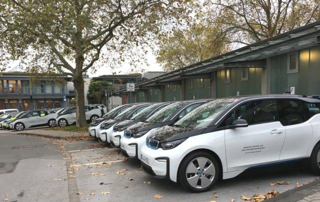14 Elektro-Kleinwagen des Typs BMW i3 120Ah gehen jetzt bei der Stadt Solingen in den Einsatz, weitere E-Autos sind bestellt. (Foto: © Stadt Solingen)