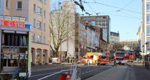 Gasuastritt in einem Gebäude am Entenpfuhl: Die Feuerwehr musste am Montagnachmittag 25 Hausbewohner evakuieren. (Foto: © Das SolingenMagazin)
