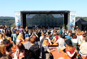 Auf der großen Bühne stellten sich die Stars am Wochenende den Fragen der Fans, die aus ganz Deutschland angereist waren. (Foto: © Bastian Glumm)