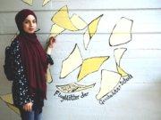 """Lujain Al Khalaf kam vor drei Jahren aus Syrien nach Solingen. Die 17-jährige Schülerin der """"Scholle"""" schaffte jetzt die Qualifikation für die gymnasiale Oberstufe mit einem glatten Einser-Schnitt. (Foto: © Stadt Solingen/Stefanie Mergehenn)"""