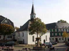Die Evangelische Kirche am Gräfrather Markt. (Archivfoto: © Bastian Glumm)