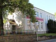 Das ehemalige Schulgebäude an der Schulstraße in Gräfrath. (Archivfoto: © Bastian Glumm)