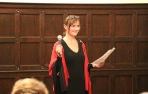 Martina Grünewald-Ernst begrüßte ihre Gäste jetzt im alten Ratssaal des ehemaligen Ohligser Rathauses. (Foto: © Bastian Glumm)