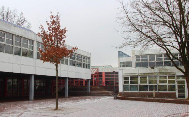Das Schulzentrum Vogelsang: Gymnasium und Realschule gehören zu den insgesamt zehn Projektschulen, die bereits diesen Sommer von der IT-Offensive profitieren werden und schnelleres Internet bekommen. (Archivfoto: © B. Glumm)