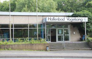 Das Hallenbad Vogelsang wird abgerissen und einem Neubau weichen. Im September entscheidet sich, welches Unternehmen dafür den Zuschlag erhalten wird. (Foto: © B. Glumm)