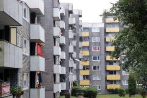 Rund 2.500 Menschen aus gut und gerne 54 Nationen wohnen in der Hasseldelle. 196 Wohneinheiten bietet der Spar- und Bauverein im Viertel an, weitere 450 das Immobilienunternehmen Grand City Property. (Foto: © Bastian Glumm)