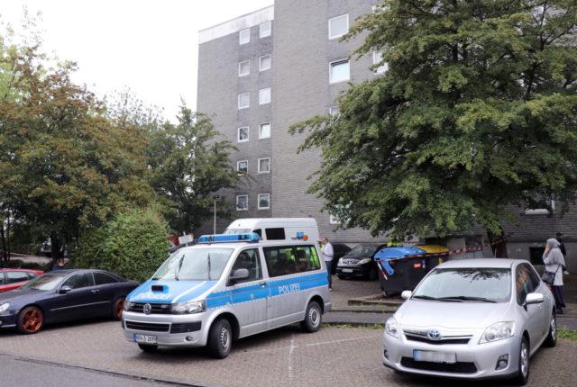 In einem Mehrfamilienhaus an der Hasselstraße fand die Polizei am Donnerstagnachmittag fünf tote Kinder vor. (Foto: © Bastian Glumm)
