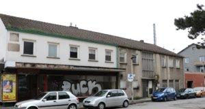 Um Platz für den Hotelneubau am Hauptbahnhof zu schaffen, müssen zunächst alte Gebäude abgerissen werden. Die Arbeiten dazu beginnen am Montag. (Foto: © Bastian Glumm)