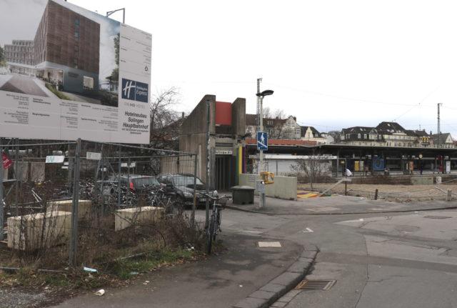 Derzeit keine Augenweide ist das Areal rund um den östlichen Ausgang aus dem Hauptbahnhof. Dort entsteht demnächst ein Hotel, auch soll der gesamte Platz schmucker werden. (Foto: © Bastian Glumm)