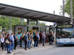 Seit gestern läuft vom Hauptbahnhof Solingen der Schienenersatzverkehr von und nach Wuppertal. Dort ruht der Bahnverkehr während der Sommerferien komplett. (Foto: © Tim Oelbermann)