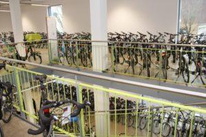 Der Verkaufsraum des Zweirad Centers Legewie am Südpark darf aufgrund der Corona-Krise derzeit nicht von Kunden betreten werden, das Geschäft ist geschlossen. (Archivfoto: © Bastian Glumm)
