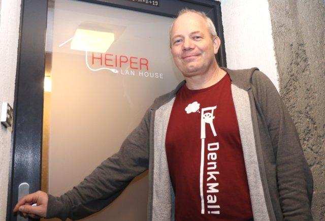 """Seit zehn Jahren betreibt Peter Dübbert das """"Heiper LAN House"""" in Löhdorf, Gamer aus ganz Deutschland würden das Angebot sehr schätzen. (Foto: © Bastian Glumm)"""