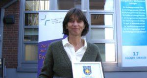 Simone Henn-Pausch ist Koordinatorin der Notfallseelsorge der Evangelischen Kirche in Solingen. Sie wurde jetzt mit einer Verdienstmedaille geehrt. (Foto: © Ev. Kirche Solingen)