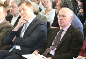 Norbert Lammert (CDU, re. neben Oberbürgermeister Tim Kurzbach) war am Sonntag zu Gast in Solingen und sprach ein Grußwort. (Foto: © Bastian Glumm)
