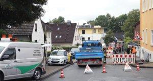 Fast 18 Stunden war die Feuerwehr auf der Herzogstraße in Merscheid im Einsatz, da die Stadtwerke dort auf der Suche nach einem Gasleck waren. (Foto: © Das SolingenMagazin)
