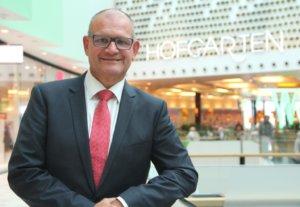 Rald Lindl ist Center-Manager des Solinger Einkaufscenters Hofgarten. (Foto: © Bastian Glumm)