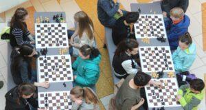 Der Hofgarten wird Ende September wieder zu einer kunterbunten Schachschule. (Archivfoto: © Bastian Glumm)