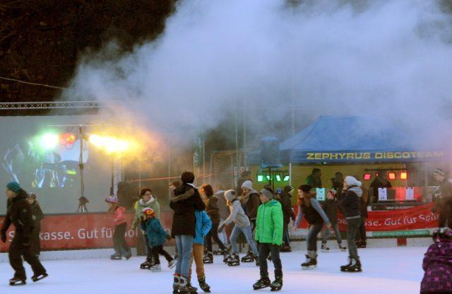 Am 26. Januar findet von 16 bis 20 Uhr auf der Eislaufbahn im Ittertal ein buntes Programm mit toller Musik und dem Zephyrus-Discoteam statt. Dann findet zum siebten Mal die Solinger Ice-Party statt. (Archivfoto: © Bastian Glumm)