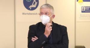 Amtsleiter Udo Stock ist organisatorischer Leiter des Solinger Impfzentrums. (Foto: © Bastian Glumm)