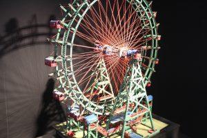 """In Wirklichkeit findet man dieses Riesenrad auf dem Prater in Wien. Im Industriemuseum ist im Rahmen der Ausstellung """"Die Welt im Kleinen"""" ein Modell zu sehen. (Foto: © B. Glumm)"""