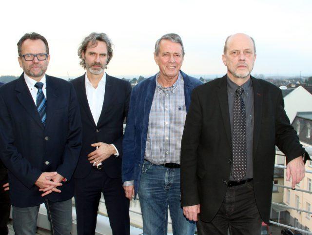 Nehmen die Arbeit der Ohligser ISG auf: v.li. Jörg Bergmann, Dr. Thorsten Meis und Dr. Teut-Achim Rust vom Verein ISG Solingen sowie Stadtdirektor Hartmut Hoferichter. (Archivfoto: © B. Glumm)