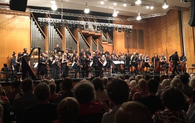 """Unter dem Motto """"JSO tanzt"""" spielte das Jugendsinfonieorchester der Musikschule Solingen Marsch- und Tanzmusik, unter anderem von Strauß und Beethoven. (Foto: © Laura Mertens)"""