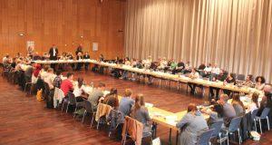 Am Montagabend fand im Theater und Konzerthaus die konstituierende Sitzung des 11. Jugendstadtrates statt. (Foto: © B. Glumm)