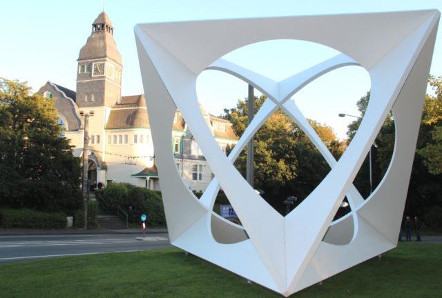 Professor Wolfgang Körber verschenkte noch im September 2018 seiner Wahlheimat Solingen sieben Skulpturen - darunter
