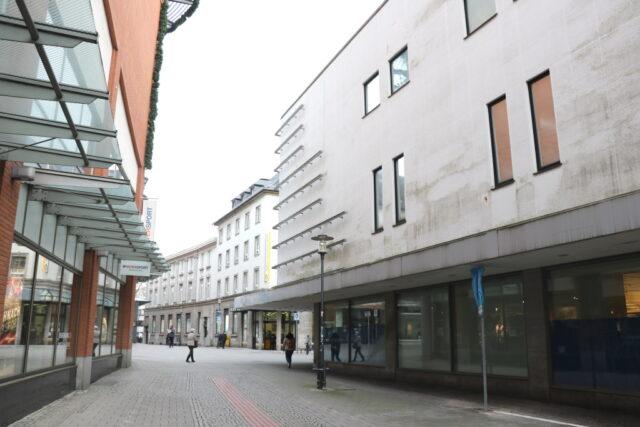 Nach der Schließung des Impfzentrums gilt wieder die alte Verkehrsführung rund um das ehemalige Kaufhof-Gebäude. (Archivfoto: © Bastian Glumm)