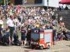 """""""Einsatz für die Kinderfeuerwehr"""", hieß es am Samstag im Solinger Südpark beim 5. Kinder-Feuerwehrfest. Die neue Einheit zeigte spielerisch, wie eine Rettungsgasse auf der Autobahn funkioniert. (Foto: © Bastian Glumm)"""