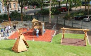 """Wo früher ein Parkplatz war, spielen jetzt die Kinder der neuen Kita. Der Außenbereich der """"Klingenbande"""" ist fertig. (Foto: © Bastian Glumm)"""