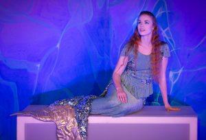 """Die junge Schauspielerin Loraine Ziemke verkörpert """"Die kleine Meerjungfrau"""" am 7. Januar im Pina-Bausch-Saal im Theater und Konzerthaus. (Foto: Theater Liberi)"""