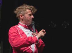 """Am Freitagabend wird unter anderem der Poetry Slammer Jay Nightwind bei der """"Klingenscharfen Poesie"""" in der FALS auf der Bühne stehen. (Foto: © Tobi Hartmann)"""