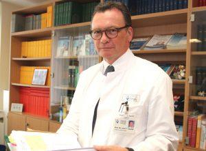 Professor Dr. Thomas Standl ist Chefarzt der Klinik für Anästhesie, Operative Intensiv- und Palliativmedizin am Klinikum. (Foto: © Bastian Glumm)